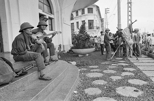 Những khoảnh khắc lịch sử ngày giải phóng Sài Gòn trên báo chí quốc tế - 9