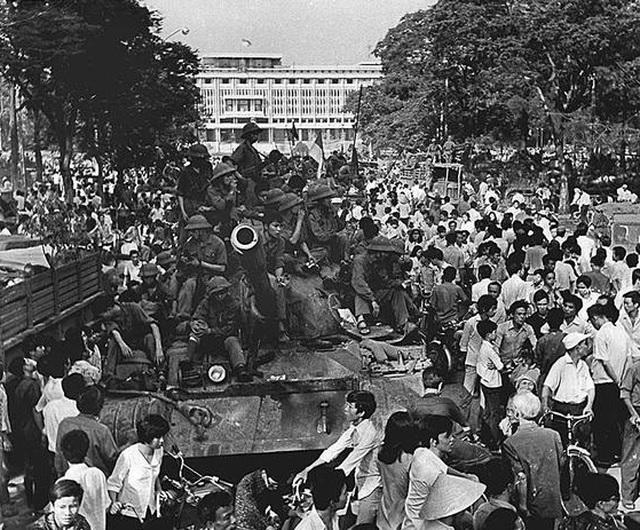 Những khoảnh khắc lịch sử ngày giải phóng Sài Gòn trên báo chí quốc tế - 4