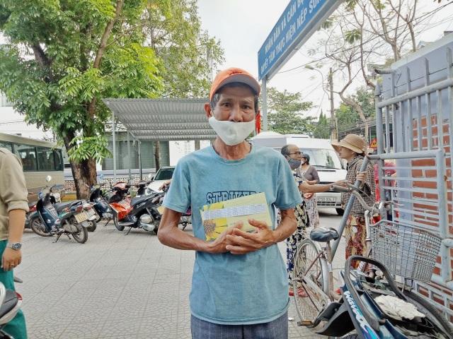 TP Huế: Người nghèo mừng vì nhận được tiền hỗ trợ từ Chính phủ  - 6