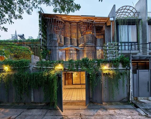 Ngôi nhà phủ kín cây xanh như bước ra từ câu chuyện cổ tích - 4
