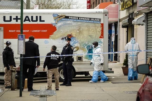 Hàng chục thi thể phân hủy trên xe tải ở New York giữa dịch Covid-19 - 1