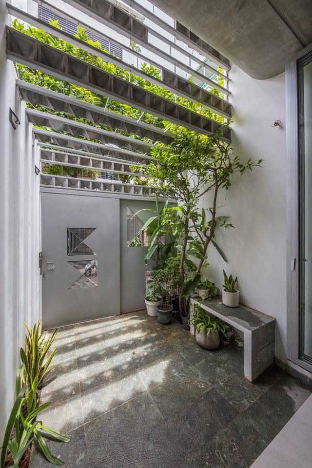 Ngôi nhà ống hẹp ở Sài Gòn với mặt tiền uốn cong vô cùng ấn tượng - 13