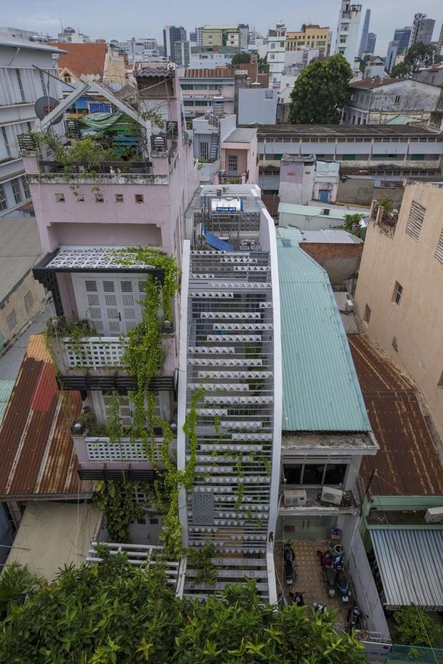 Ngôi nhà ống hẹp ở Sài Gòn với mặt tiền uốn cong vô cùng ấn tượng - 2