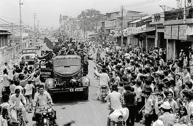 Những khoảnh khắc lịch sử ngày giải phóng Sài Gòn trên báo chí quốc tế - 7