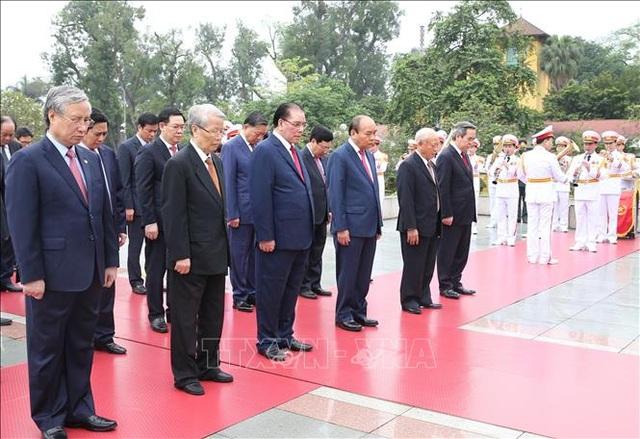 Thủ tướng vào Lăng viếng Bác nhân 45 năm Ngày thống nhất đất nước - 3