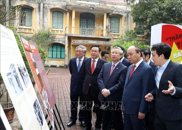 Thủ tướng vào Lăng viếng Bác nhân 45 năm Ngày thống nhất đất nước - 5