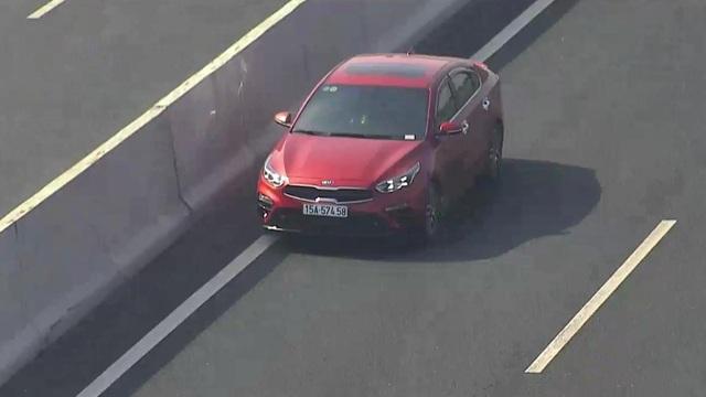 Phạt tới 18 triệu đồng nhưng vẫn có ô tô đi ngược chiều trên đường cao tốc - 1