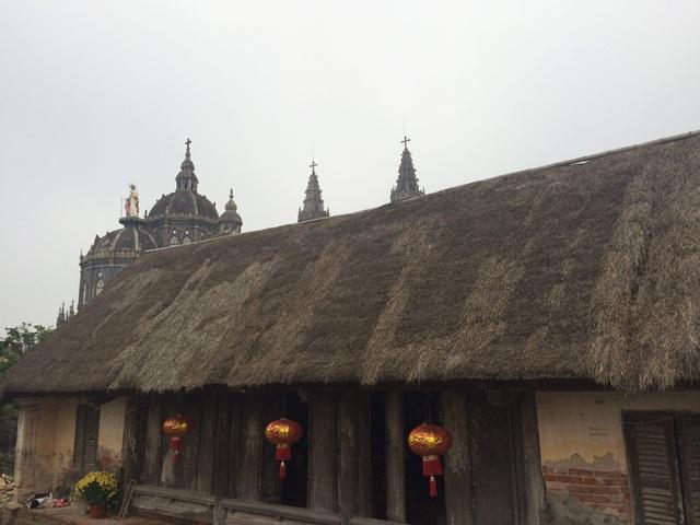 Cận cảnh nhà cổ trăm tuổi toàn bằng gỗ quý, đẹp hiếm có ở Nam Định - 1