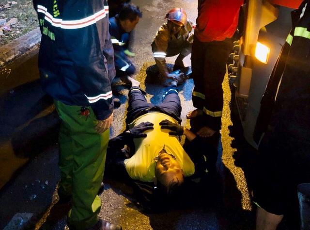 TPHCM: 33 lính cứu hoả bị thương trong lúc chữa cháy - 3