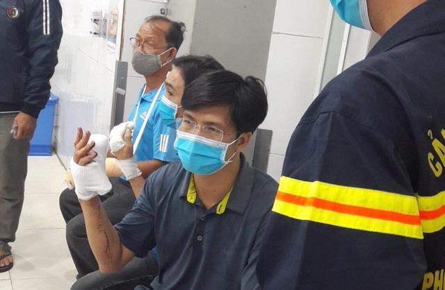 TPHCM: 33 lính cứu hoả bị thương trong lúc chữa cháy - 5