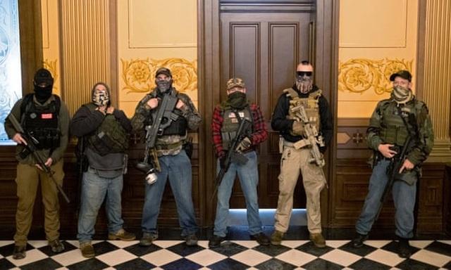 Mỹ: Người biểu tình mang súng xông vào nghị viện bang đòi dỡ phong tỏa - 5