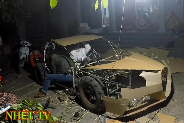 Siêu xe tự chế bằng bìa các-tông của người Việt lên báo Tây - 6