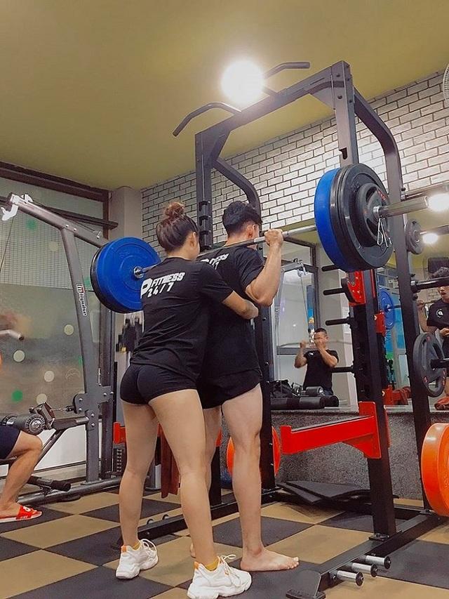 """Cặp đôi """"chị em"""" mê gym, coi phòng tập là điểm hẹn hò cố định - 3"""