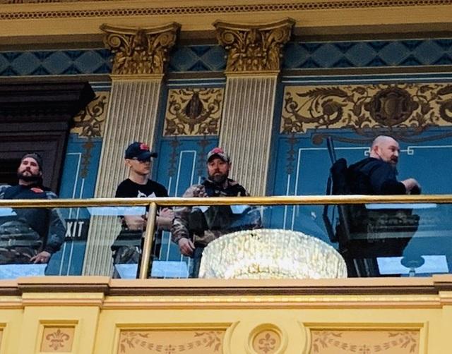 Mỹ: Người biểu tình mang súng xông vào nghị viện bang đòi dỡ phong tỏa - 2
