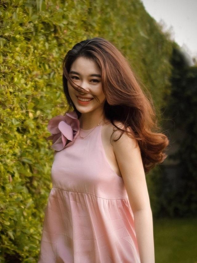 Hot girl Lào gây sốt mạng xã hội Việt, từng học ĐH Ngoại thương - 4