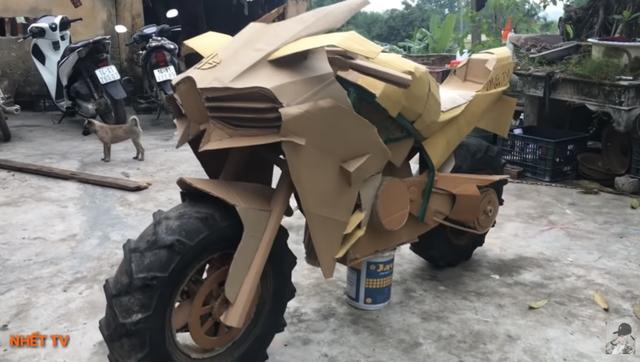 Siêu xe tự chế bằng bìa các-tông của người Việt lên báo Tây - 11