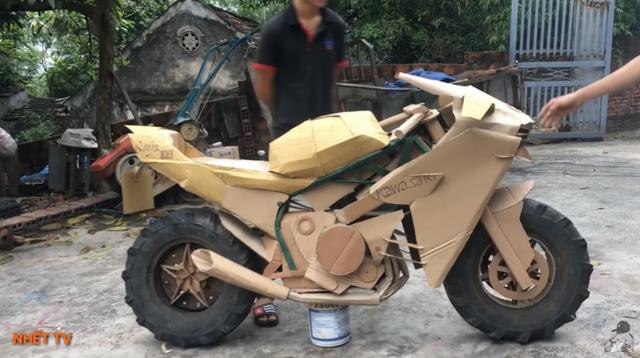 Siêu xe tự chế bằng bìa các-tông của người Việt lên báo Tây - 12