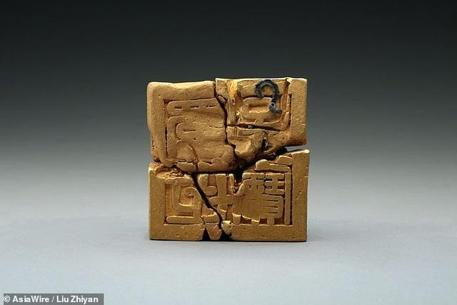 Tìm thấy ấn triện bằng vàng nguyên chất vô cùng quý hiếm, nặng gần 8kg - 2