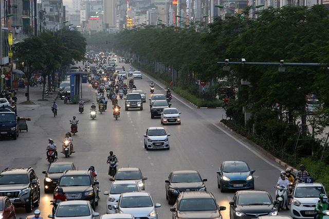 Đường phố Hà Nội đông đúc trở lại sau nghỉ lễ - 12