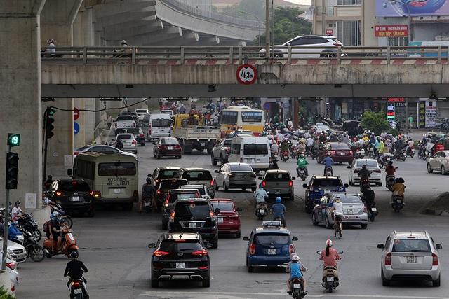 Đường phố Hà Nội đông đúc trở lại sau nghỉ lễ - 3