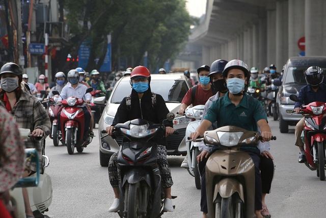 Đường phố Hà Nội đông đúc trở lại sau nghỉ lễ - 4