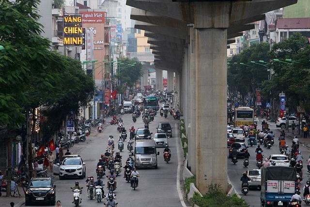 Đường phố Hà Nội đông đúc trở lại sau nghỉ lễ - 5
