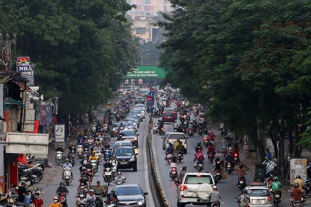 Đường phố Hà Nội đông đúc trở lại sau nghỉ lễ - 6
