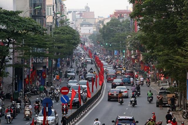 Đường phố Hà Nội đông đúc trở lại sau nghỉ lễ - 7