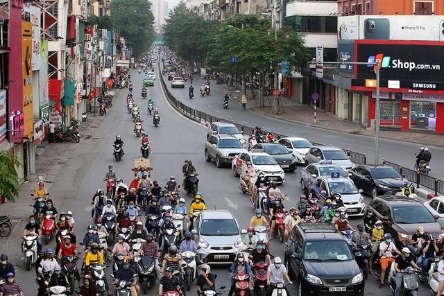 Đường phố Hà Nội đông đúc trở lại sau nghỉ lễ - 8