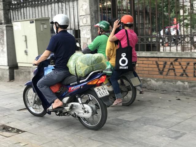 Dịch vụ xe ôm đắt khách khi dòng người ùn ùn trở lại Thủ đô - 10