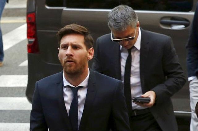 Điểm lại những lần Lionel Messi suýt rời khỏi Barcelona - 2