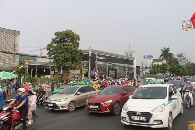 Dịch vụ xe ôm đắt khách khi dòng người ùn ùn trở lại Thủ đô - 8