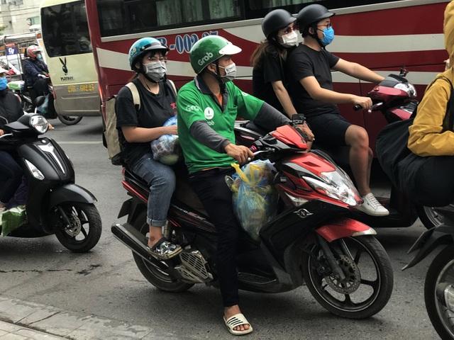 Dịch vụ xe ôm đắt khách khi dòng người ùn ùn trở lại Thủ đô - 5