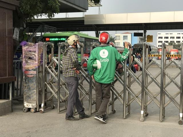 Dịch vụ xe ôm đắt khách khi dòng người ùn ùn trở lại Thủ đô - 9