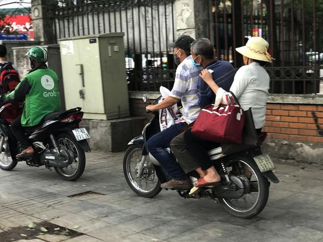 Dịch vụ xe ôm đắt khách khi dòng người ùn ùn trở lại Thủ đô - 7