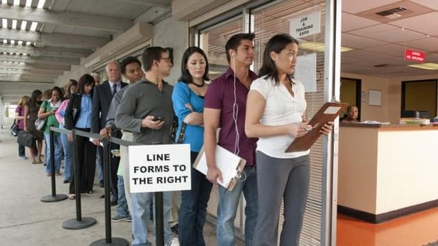 Mỹ: Lao động thất nghiệp vì Covid-19 nhận hỗ trợ 1.200 USD từ Chính phủ - 1