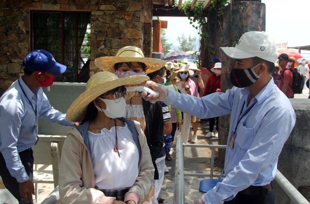 Phú Yên đón gần 14.000 lượt khách đến tham quan trong kỳ nghỉ lễ - 5