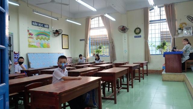 Đà Nẵng: Trang bị cả máy rửa tay sát khuẩn tự động cho giáo viên, học sinh - 4