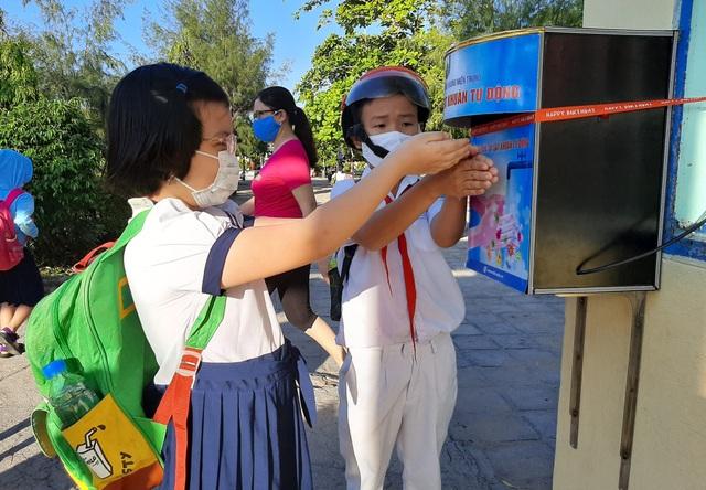 Hàng triệu học sinh đi học trở lại, nhà trường tích cực phòng ngừa dịch - 14