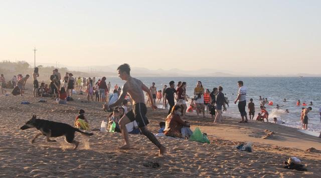 Phú Yên đón gần 14.000 lượt khách đến tham quan trong kỳ nghỉ lễ - 3