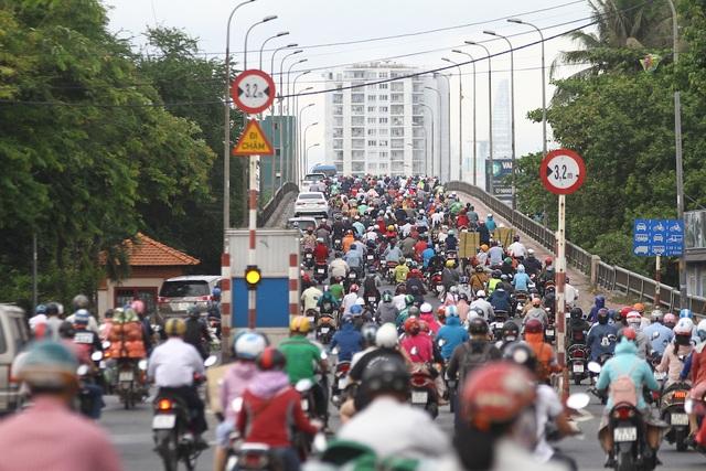Dự án giao thông TPHCM: Vừa thiếu vốn vừa vướng mặt bằng - 3