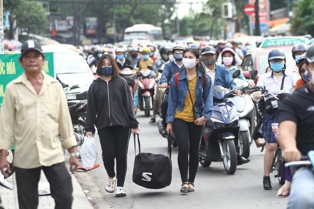 Cửa ngõ Sài Gòn kẹt cứng sau kỳ nghỉ lễ - 5
