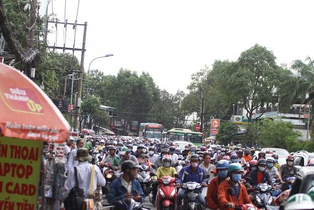 Cửa ngõ Sài Gòn kẹt cứng sau kỳ nghỉ lễ - 7