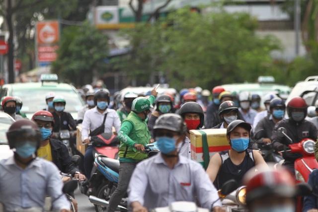 Cửa ngõ Sài Gòn kẹt cứng sau kỳ nghỉ lễ - 6