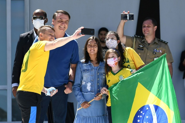Hơn 7.000 người chết, Tổng thống Brazil kiên quyết phản đối phong tỏa - 1