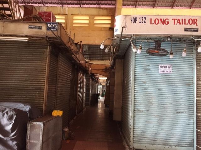 """Hàng loạt quầy, sạp tại chợ Bến Thành vẫn """"cửa đóng, then cài"""" vì ế khách - 4"""