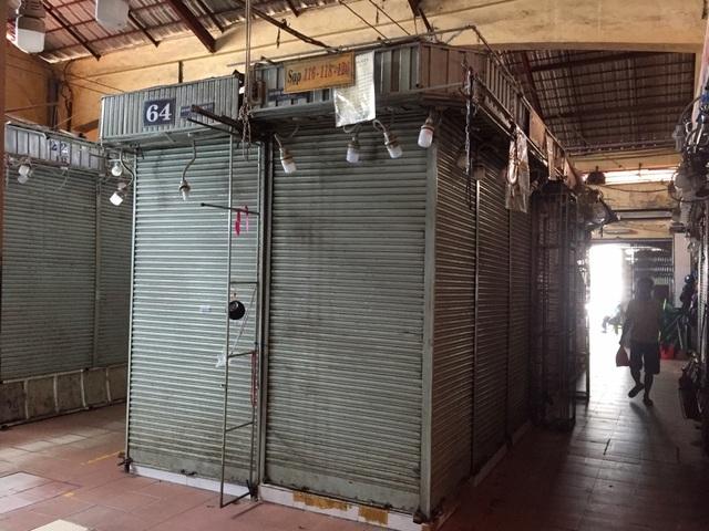 """Hàng loạt quầy, sạp tại chợ Bến Thành vẫn """"cửa đóng, then cài"""" vì ế khách - 10"""