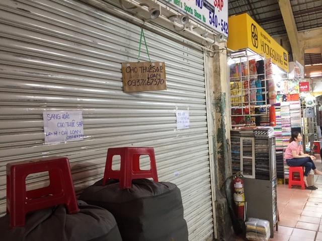 """Hàng loạt quầy, sạp tại chợ Bến Thành vẫn """"cửa đóng, then cài"""" vì ế khách - 14"""