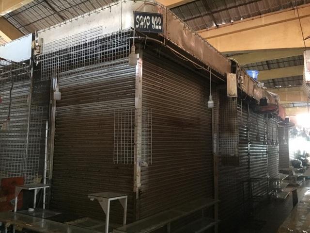 """Hàng loạt quầy, sạp tại chợ Bến Thành vẫn """"cửa đóng, then cài"""" vì ế khách - 8"""