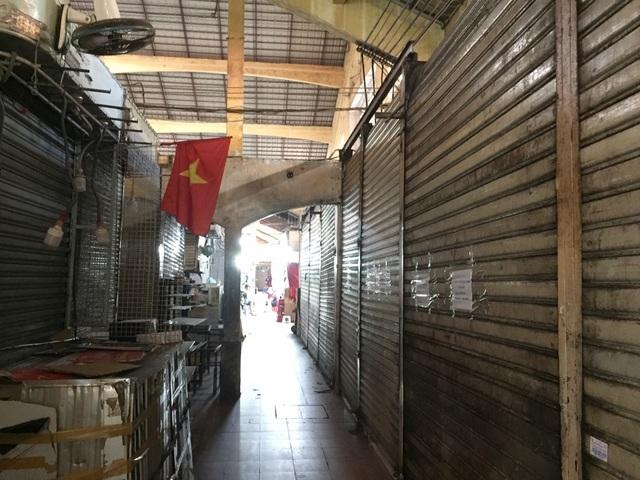 """Hàng loạt quầy, sạp tại chợ Bến Thành vẫn """"cửa đóng, then cài"""" vì ế khách - 6"""